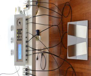 Terapia przeprowadzana jest za pomocą nowoczesnego, certyfikowanego urządzenia w Unii Europejskiej